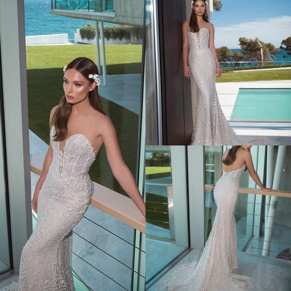 2019 Crystal Design Vestidos de novia Sexy sin tirantes sin mangas sin espalda de encaje apliques Vestidos de novia Sweep Train Beach Sirena Vestido de novia