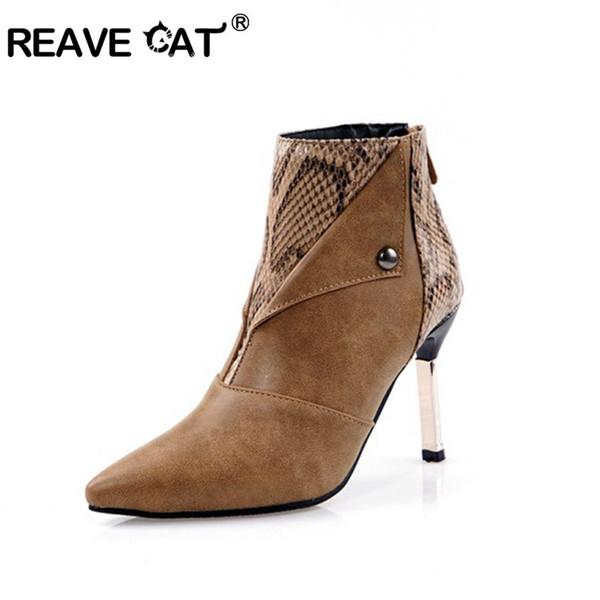 REAVE CAT Mulher Ankle Boots Stiletto de Salto Alto apontou toe zipper Sexy Sapatos de festa de pele de cobra marrom preto tamanho grande 43-48