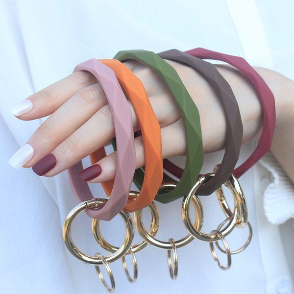 Titolare monogramma del silicone del cinturino dell'orologio portachiavi del braccialetto del portachiavi braccialetto del silicone Il grande cerchio portachiavi fronte per le donne Ragazze