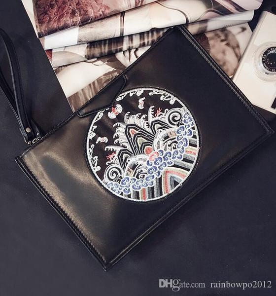 Venta directa de fábrica marca hombres paquete estilo chino Beijing ópera máscara bolso de mano bordado moda bolso personalidad cuero hombro