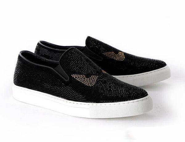 2019 Nuevo estilo de Italia Moda hombre mocasines Negro blanco Diamante Rhinestones Spikes zapatos de los hombres Remaches Pisos casuales Hombres zapatos de vestir 38-46