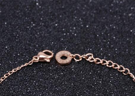 Der Trend der neuen Rose Gold Armband Dekoration Frauen Persönlichkeit wild süß Schmuck Mode Titan Stahl kann angepasst werden