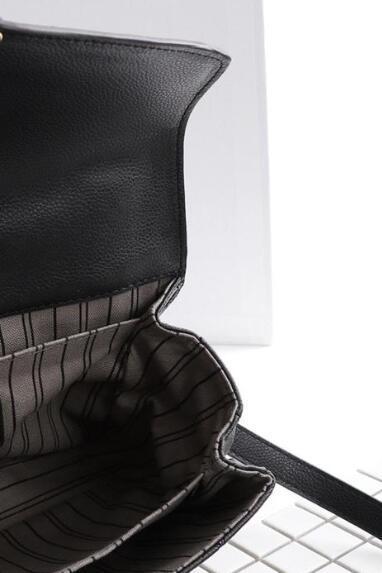 cuir noir gaufré