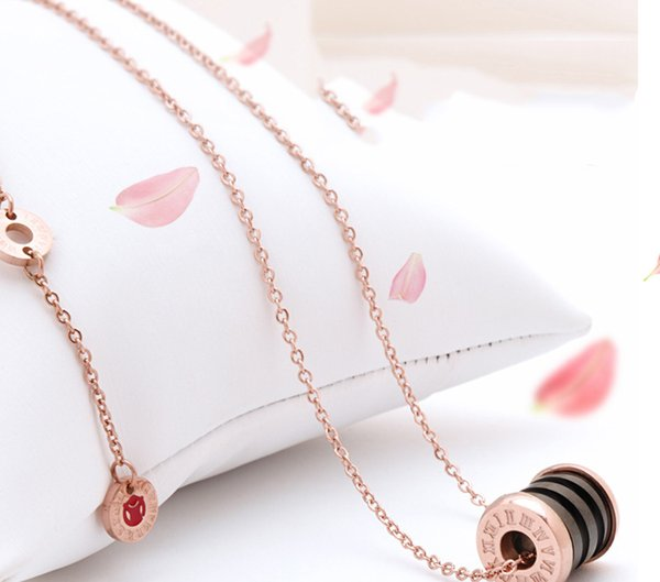 Europe and the United States network red with the classic small red man ceramic clavicle chain titanium steel jewelry does not fade necklace