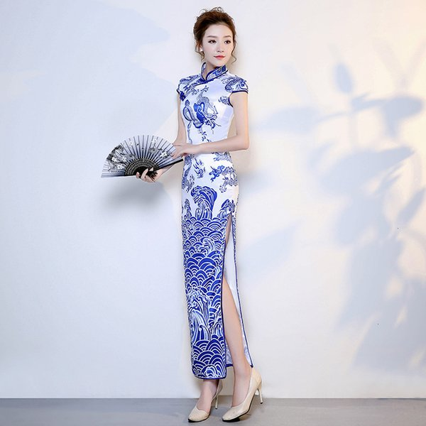 Satin cheongsam bleu porcelaine blanche mariage cheongsam chinois 2019 Fashion partie longue robe traditionnelle chinoise Robes Femmes