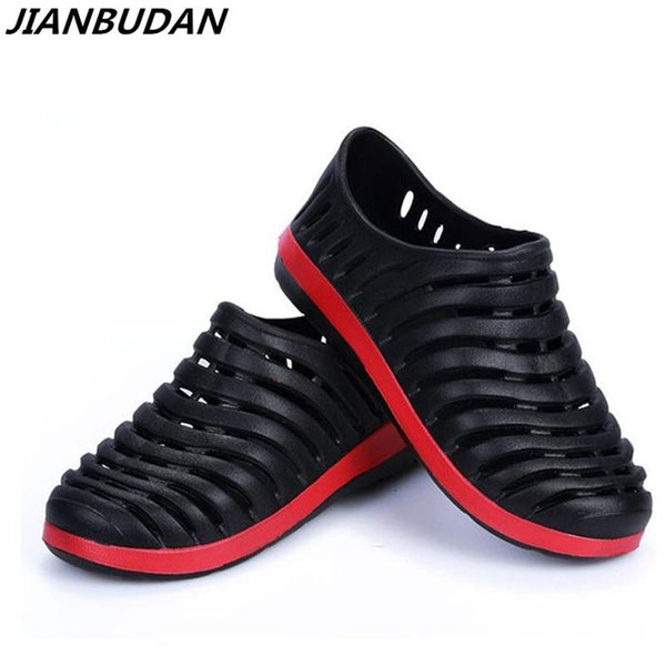 JIANBUDAN Professional wholesale EVA slippers men / garden shoes / Nest Mens Leisure sandals summer hollow hole shoes men