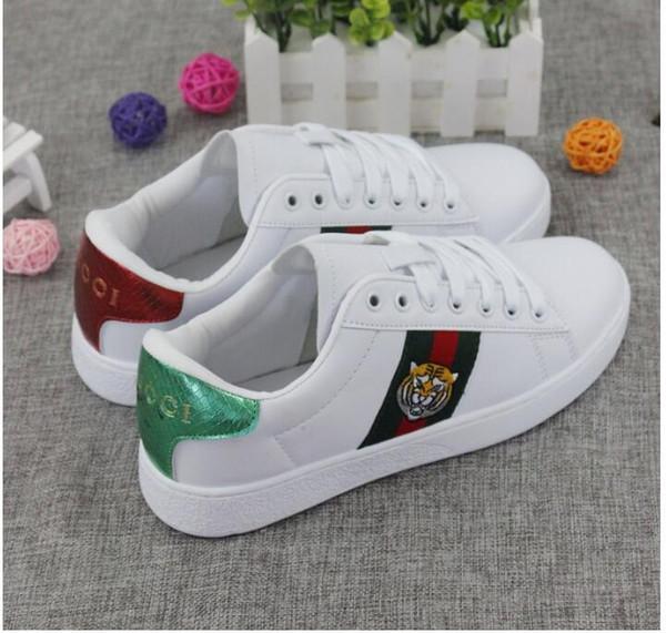 2019 Italia Diseñador de la marca, hombres, mujeres, zapatos blancos, zapatos pequeños de abeja, otoño, nuevo arte, hombres, mujeres, versión coreana, zapatos blancos salvajes