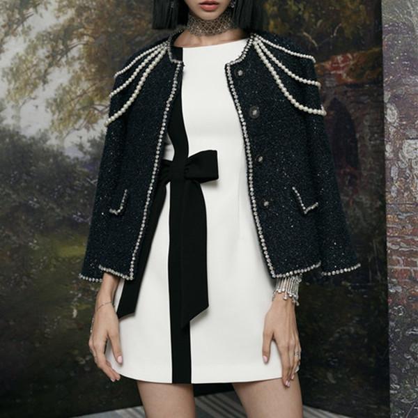 Großhandel TWOTWINSTYLE Tweed Mantel Weibliche Langarm Diamant Perlen Perlen Kurze Mäntel Für Frauen Herbst 2018 Elegante Mode Kleidung Von Menly,