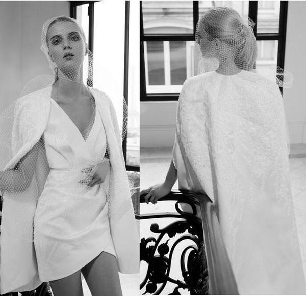 2020 Herbst Elie Saab Vintage sexy V-Ausschnitt Mantel Brautkleider zwei Stück mit Jacke Spitze Stickerei kurze Brautkleider nach Maß