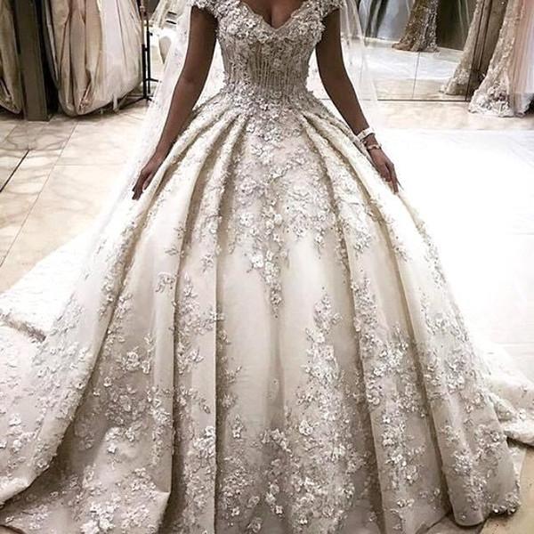 Lussuosi abiti da sposa principessa Abiti di sfera 3D Appliques di fiori Puffy Ball Gowns Off the Shoulder Cattedrale Train Wedding Gown BC1119