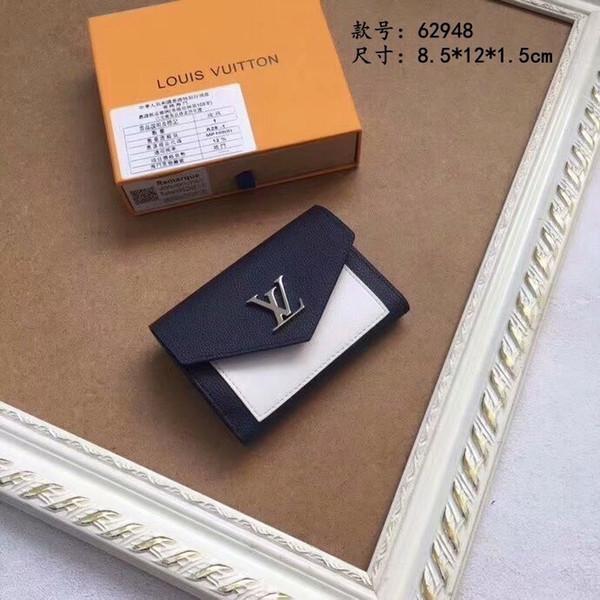 Cartera corta Cartera corta negra hecha de suave piel de becerro El elemento icónico del bolso en el diseño