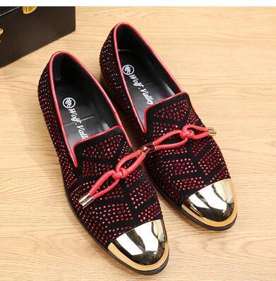 Venda quente-Moda Casual Sapatos Formais Para Homens Preto de Couro Genuíno de Borla Homens Sapatos de Casamento de Ouro Metálico Mens Studded Loafers