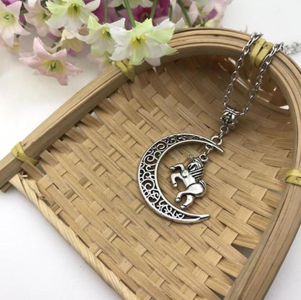 Cheval et Lune Collier Antique Silver Horse Pendentif Crescent Moon Collier Païen Antique Boho Cadeau Bien-être Mode Amitié Bijoux