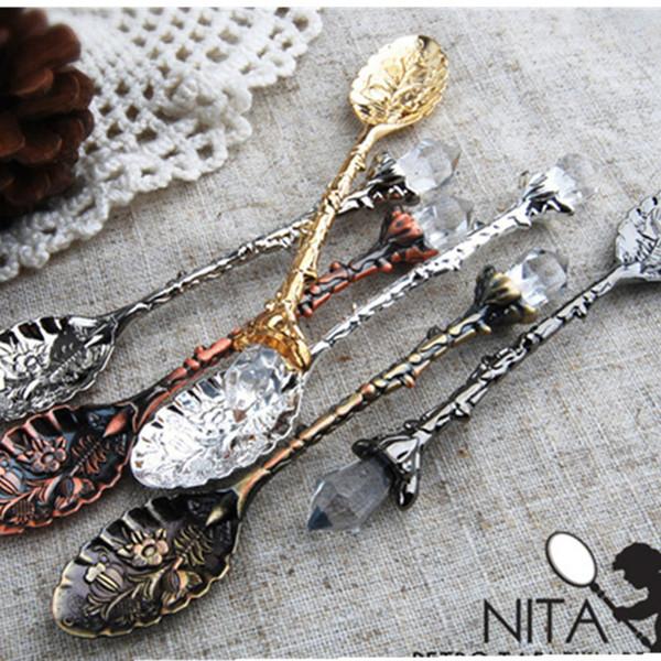 Estilo do metal Real Novo Design Vintage 11 centímetros esculpido café Colheres Forks com Cabeça de cristal cozinha Frutas Prikkers Sobremesa Ice-cream colher