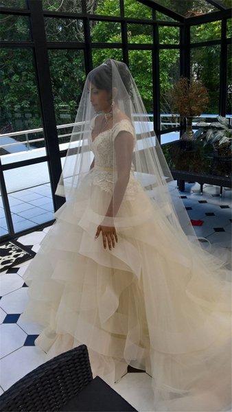 Tarak Beyaz Fildişi ile Pompon Uzun Saç 2-Katmanlı Bridal Veil ile Şapel Uzun Düğün Veil