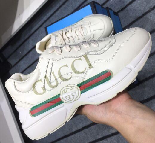 2019 Mens pattini casuali delle donne di colore Rhyton Vintage Trainer Sneakers in pelle fluorescente Danza sportiva papà scarpe sportive Oversize formatori fcq18