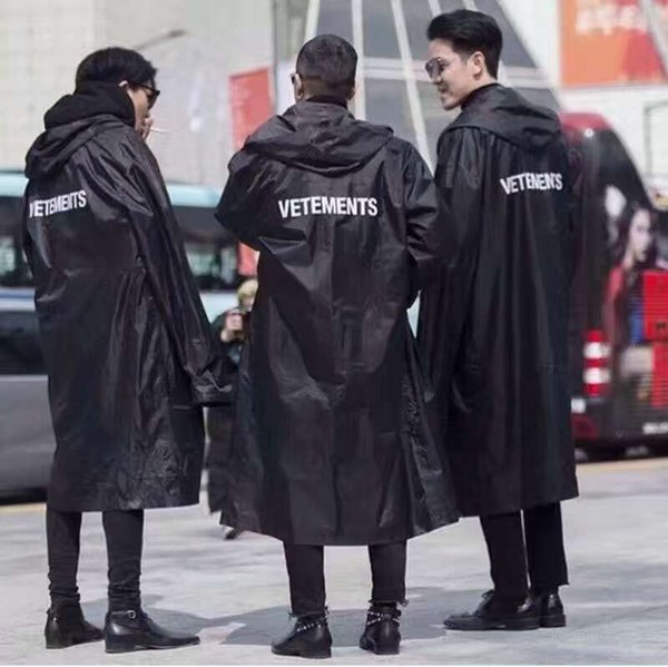 2018SS El más nuevo TOP hip hop kanye west fashion Vetements One Size windbreaker impermeable chaqueta impermeable negro hombres mujeres