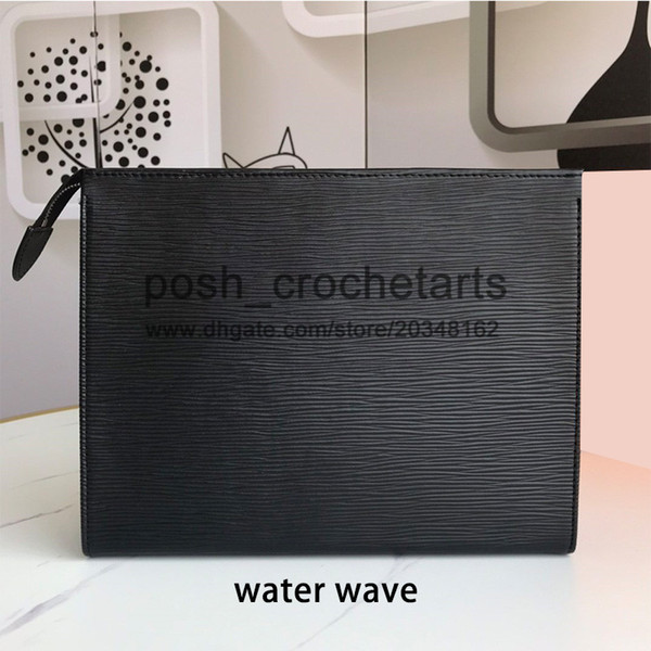 vague d'eau en cuir noir