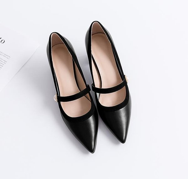 Início da primavera nova pérola doce apontou sapatos de mulheres de cor correspondente meados de salto único saltos grossos sapatos Mary Jane de fadas