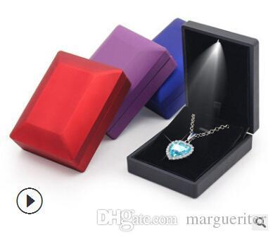 LED-beleuchteter Jewelry Box Verlobungsring Display Box Luxus-Anhänger Armband anzeigen Organizer Mode-Kette Fall