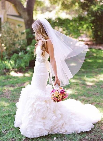 Nuovo modo di alta qualità elegante Bridal Veils due strati Bordo tagliato lunghezza delle dita su misura Bianco Avorio Meidingqianna Marca lega Comb