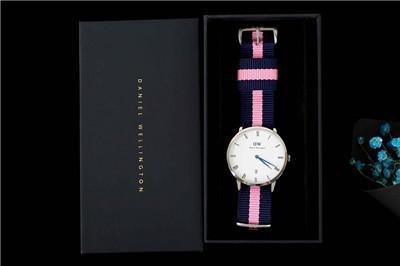 Nova marca mens mulheres Daniel Wellington dw relógios esportivos de lazer relógio de moda de luxo relógio de quartzo impermeável couro cinto de nylon assistir 143