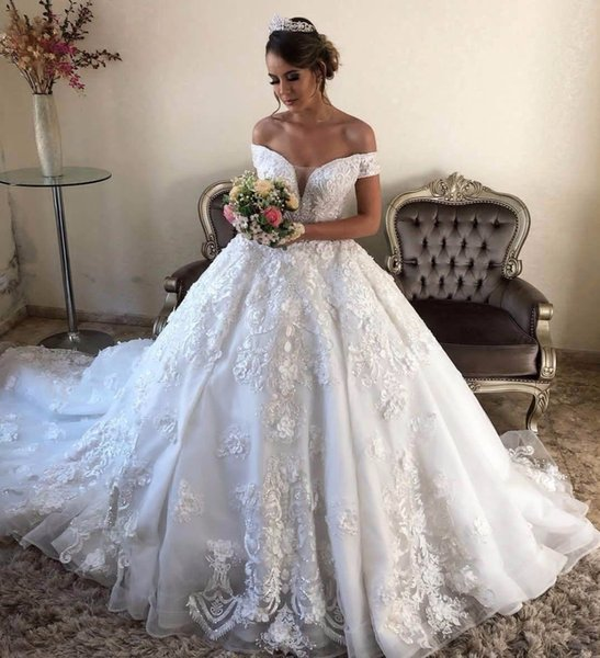 2019 Vintage 3d Flowers Appliqued Ball Gown Wedding Dress Luxury