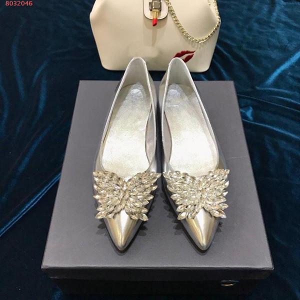 Moda düz kadın ayakkabı İlkbahar ve sonbahar yeni stil casual sivri Rhinestone kelebek Gümüş kaymaz aşınmaya dayanıklı alt