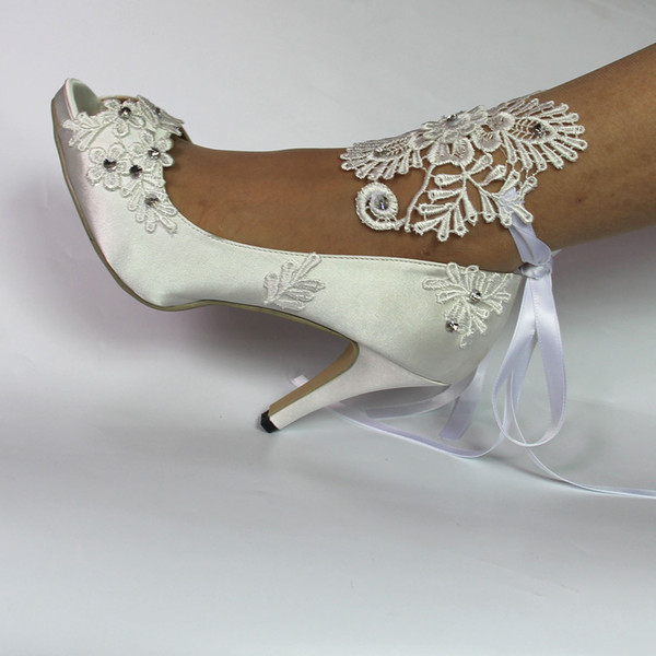 Toe aberto Mulheres sapatos de salto alto rendas cetim branco sapatos de festa pérolas de noiva sapatos de noiva