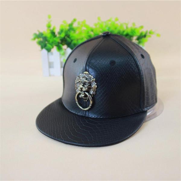 Atacado- 2016Leather PU Black metal ouro leão hiphop snapback boné chapéus moda legal casul borda plana chapéus cheios
