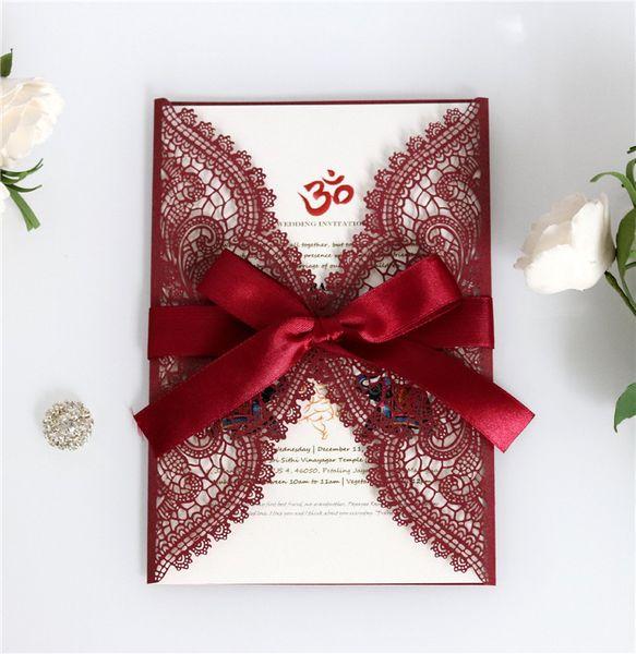 Laser Cut Lace Inviti di nozze taglio del laser Invito a nozze con il saluto Borgogna Ribbon Bow Holiday Card Invitation