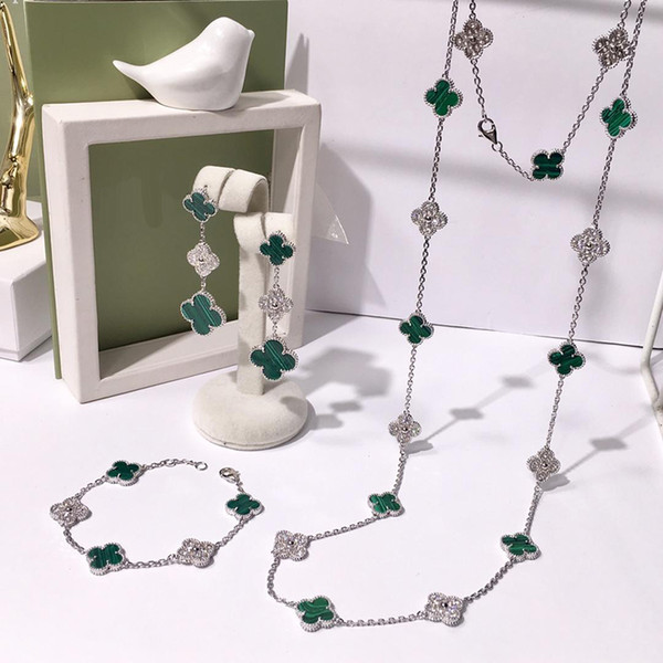 Mode trèfle à quatre feuilles Argent bleu en laiton vingt fleurs collier pendentif pour les femmes Lovers Day cadeau designer classique bijoux ensemble pour