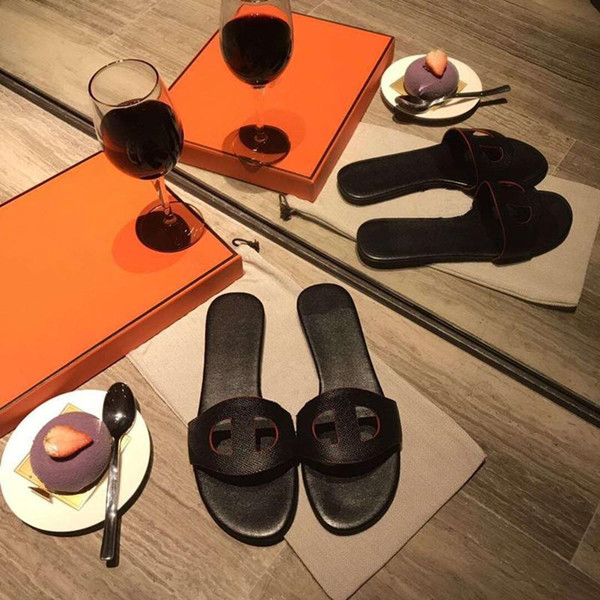 Encontrar semelhante Mulheres Sandálias Sapatos de Grife Deslizamento Moda Verão Escorregar Plano Largo Com Sandálias Grossas Chinelo rf73008