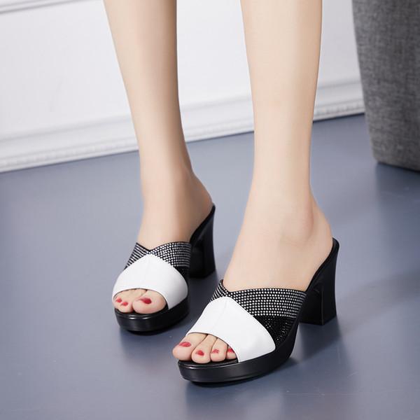 50a46f7e 2019 Verano nuevas mujeres zapatillas de cuero genuino pedrería  antideslizante elegante 8 CM sandalias de tacón alto de la madre