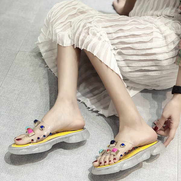 bateau gratuit! Designer de luxe Femmes Chaussures Designer Pantoufles Transparent couleur rivet Plate-forme Slide Lady Clouté Anti-dérapant Épais Bottom mode