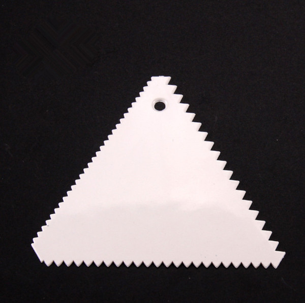 2019 Dough Icing Fondant Triangle Scraper Cake Decorating Baking Pastry Tools Plain Smooth Jagged Edge Spatulas Cutters