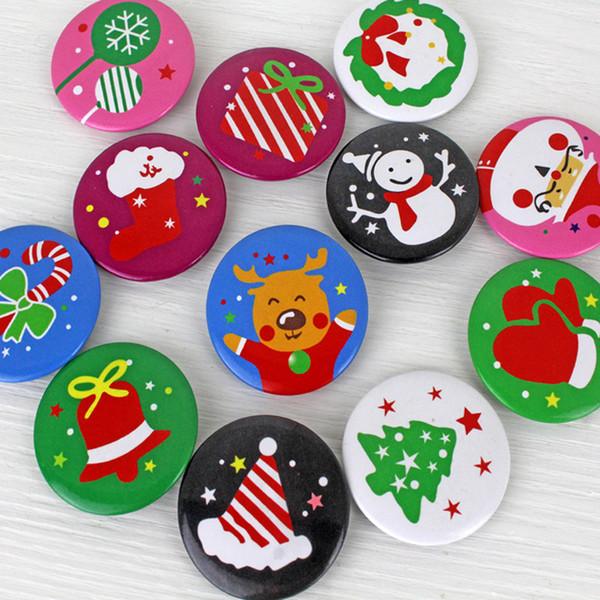 Noel Yaka Kartı Tatil Parti çocuklar Noel Baba Kardan Adam XMAS Ağacı desenler Düğme broş Pim yılbaşı hediye MMA2824 Yana