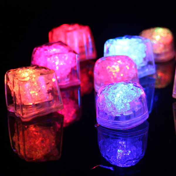 Polycherome flash ice cube couleurs flash allument le glaçon au plomb pour le blanc de boisson Nouveauté Night Light LED Party Lights pour le bar club pub stage