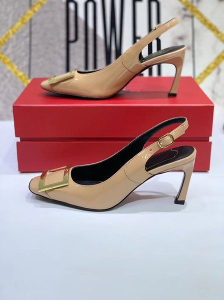 2019 Designer Gladiator Talons Femmes Chaussures Nude Noir Pointes T-sangle Pompe En Cuir Verni Stud Lady Chaussures D'été by18122003