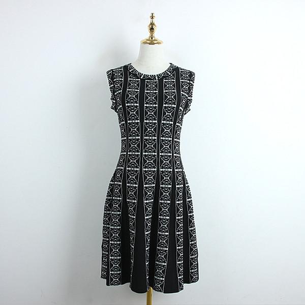 314 2019 diseñador de lujo vestidos para mujer Con paneles Cuello redondo sin mangas Kint sobre la rodilla Una línea a rayas Negro Blanco DL