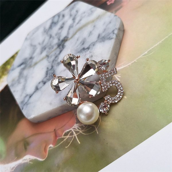 Luxury Shiny number 5 Pearl Brooch Pin Jewelry For Women Flower Bridal Crown Crystal Rhinestone Brooch Pin Jewelry Wholesale