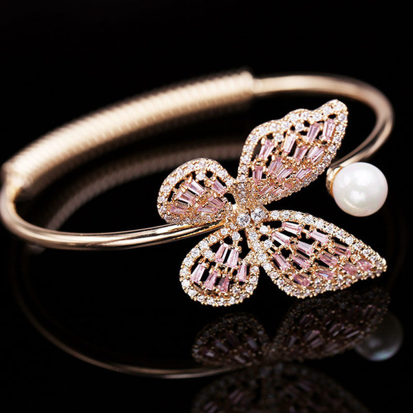 Les diamants zircon beau bracelet en perles papillon pour femme design géométrique de luxe de la mode super brillant réglable