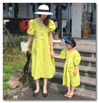 Maman et fille assorties tenues filles lanterne manches princesse longue robe enfants col V robe en coton simple boutonnage F7626
