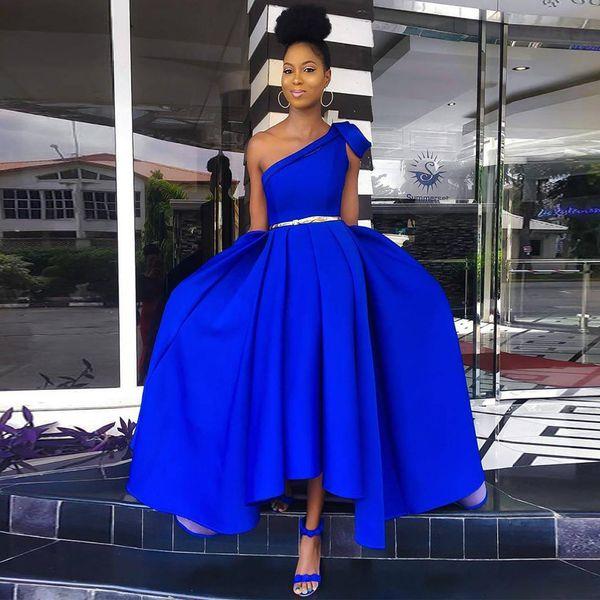 Bleu royal une épaule asymétrique ourlet robes de demoiselle d'honneur ruché avec ceinture courte robe de bal en satin soirée jupes