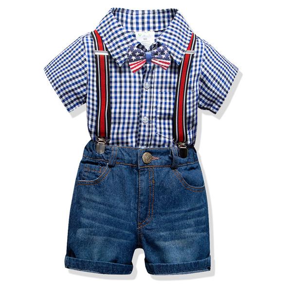 Ragazzi plaid bavero camicia a maniche corte + bandiera americana Bows tie + stripe jeans pantaloncini bretelle 3 pezzi set 2019 estate bambini gentleman outfit F3988