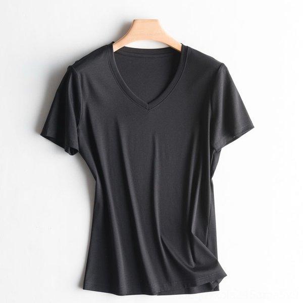 cuello en V negro