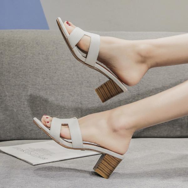Slaytlar Socofy Ayakkabı Kadın kadın Terlik 2019 Fenty Güzellik Med Kare topuk Kaydırıcılar Yumuşak Yeni Plaj Lüks Temel Kauçuk PU Tırnak