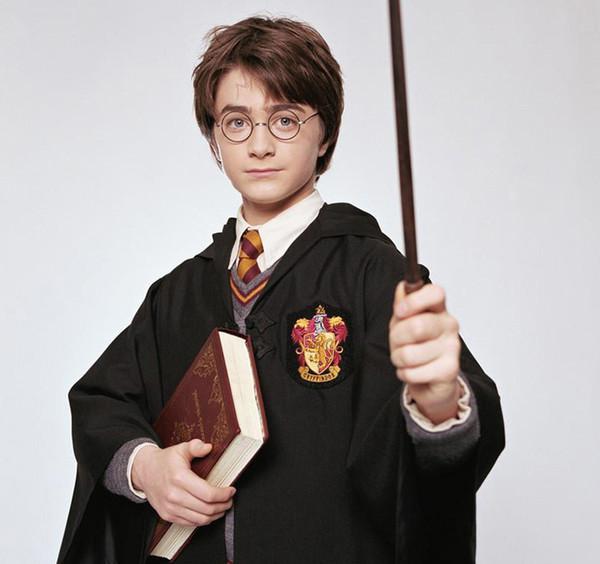 Harry Potter Robe Cosplay Grifondoro Serpeverde Corvonero Tassorosso Bambini Adulti Uniformi in costume Bacchette magiche Sciarpa Cappello Cravatta