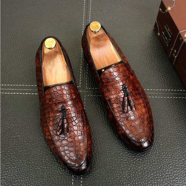 big size 47 Men Flats Leather Oxfords Formal Shoes Men Dress Shoes Fatti a mano in stile Brogue in pelle di vitello A51-11