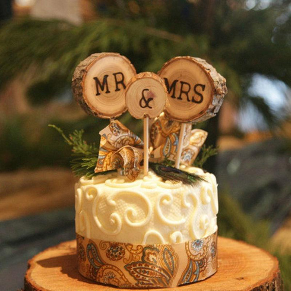 Al por mayor-3Pcs Mr Mrs Cake Toppers Rústico Boda Decoraciones de madera Mesa Mariage Decoración de bodas Suministros para fiestas Eventos topo de bolo